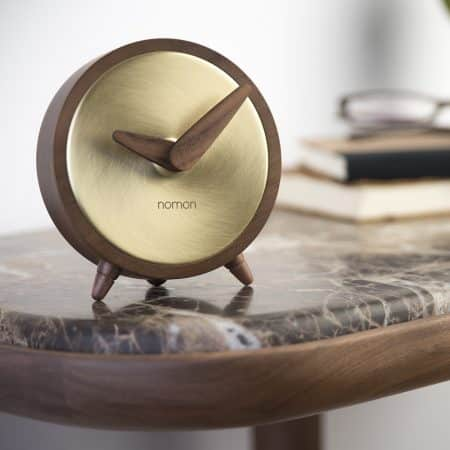 atomo-table-clock-walnut-gold-473061