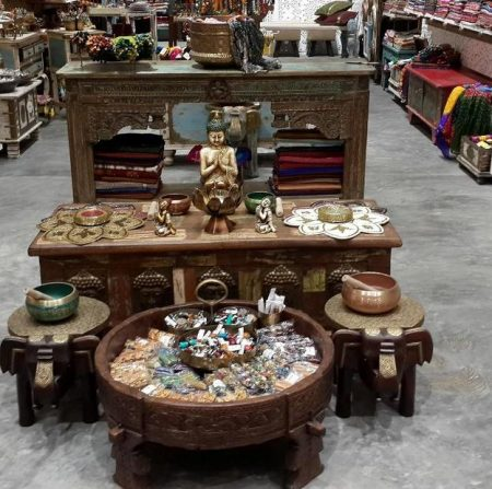 Get the amazing Handicrafts for you home at this Ghatkopar Store